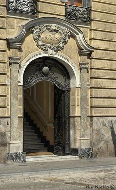 Un portal de la calle Mejía Lequerica  Madrid  Spain