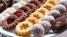 In a national tradition dating from the Century, Czech families and friends bake Christmas cookies each December. Holiday Cookies, Holiday Desserts, Crescent Recipes, Cooking Cookies, Easy Bread Recipes, Italian Cookies, Christmas Sweets, Food Inspiration, Sweet Tooth