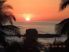 Atardecer en la Playa El Tunco, El Salvador
