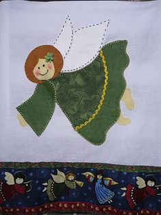 A happy little angel. Christmas Quilt Patterns, Christmas Applique, Felt Christmas Ornaments, Christmas Sewing, Christmas Projects, Patch Quilt, Quilt Blocks, Machine Applique Designs, Christmas Towels