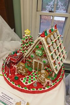 Gingerbread House Festival - - Wood Memorial Library and Museum, South Windsor, CT. Cool Gingerbread Houses, Gingerbread House Designs, Gingerbread House Parties, Gingerbread Decorations, Christmas Gingerbread House, Christmas Sweets, Christmas Baking, Gingerbread Cookies, Christmas Cookies