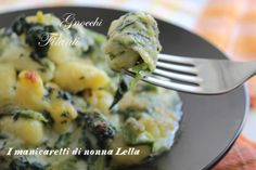 Gnocchi filanti agli spinaci