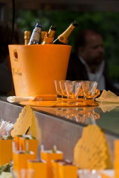 Veuve Clicquot Airstream in Stockholm Party Drinks, Wine Drinks, Beverages, Cocktails, Champagne Corks, Champagne Party, Veuve Cliquot, Pop Up Bar, Lawn Party