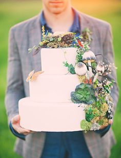 Woodsy wedding cake - this cake! via Natural Wedding Co. from Three Nails Photography www. Forest Wedding, Woodland Wedding, Autumn Wedding, Wedding Cake Rustic, Wedding Cakes, Green Wedding, Our Wedding, Wedding Blog, Wedding Ceremony