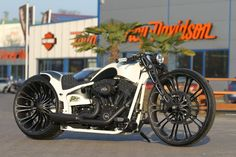 Customized Harley-Davidson Softail Breakout with 26 inch wheel by Thunderbike