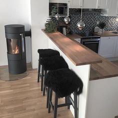 Rais Viva L x Black&White Kitchen Home Interior Design, Interior And Exterior, Loft Closet, Ikea, Kitchen Dinning, Kitchen Accessories, Home Kitchens, Modern, Sweet Home
