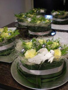 bloemen taart Christmas Flowers, Christmas Time, Table Arrangements, Flower Arrangements, Floral Cake, Art Floral, Cake Designs, Table Decorations, Google