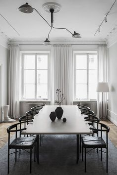 Kitchen Interior Design Nordic style at its best. - Want to get the cozy minimal Scandinavian style at home? We rounded up some of our favorite Scandinavian interior design ideas along with handy décor tips. Swedish Interiors, Scandinavian Interior Design, Scandinavian Style, Home Interior Design, Nordic Style, Scandinavian Chairs, Modern Interiors, Style At Home, Home Of