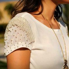 Blusa perfeita em pérolas na manga. #analuboutique #fuideanalu #fretegratis #detalhes #pérola
