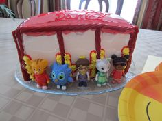 Daniel Tiger's Birthday Party trolley cake