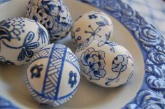 Blue Willow Easter Eggs by karly b via noupe.com
