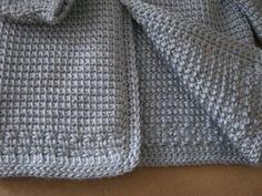 Azul del ganchillo bebé niño suéter con capucha  hecho por