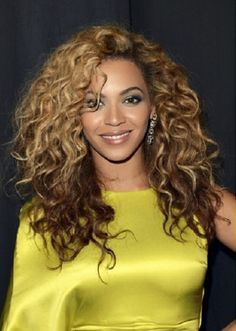 38. Beyonce African American Hairstyle: Reverse ombre curls  Beyonce looks fresh-faced and flirty with her long, soft curls. She sports a reverse ombre dye-job (fading from light to dark, instead of the other way round) which gives her curls a bit of depth. This is a great casual, everyday hairstyle that you can add accessories to for different occasions.