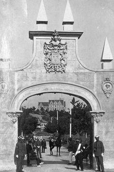 Puerta de acceso a la Península de La Magdalena (1912).