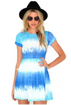 Missguided - Nayela Tie Dye Rolled Sleeve Skater Dress In Blue