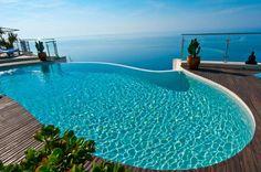 Une piscine pleine vue sur mer - Les 15 plus belles piscines des Trophées de la piscine - CôtéMaison.fr