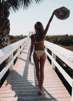 Summer Vibes :: Beach :: Friends :: Adventure :: Sun :: Salty Fun :: Blue Water :: Paradise :: Bikinis :: Boho Style :: Fashion + Outfits :: Discover more Summer Photography + Summertime Inspiration Beach Foto, Beach Bum, Bikini Beach Pics, Beach Vibes, Summer Vibes, Summer Sun, Summer Days, Style Summer, Summer Pictures