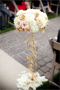 Elegant floral aisle decor from Asiel Design at the Palm Event Center in the Vineyard (photo by Julie Kay Kelly).