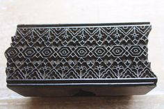 Antique Traditional Handcarved Wooden Textile/Fabric/wallpaper Print Block #197  6.2 x 3.2 x 2.8 Inches Great border  Very nice pattern Wooden Wallpaper, Fabric Wallpaper, Tunic Designs, Fabric Stamping, Wood Stamp, Textile Fabrics, Wood Blocks, Hand Carved, Carving