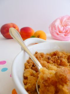 Crumble aux pêches - Voyage Gourmand Dire, Macaroni And Cheese, Ethnic Recipes, Desserts, Food, Cooker Recipes, Velveeta Macaroni And Cheese, Foodie Travel, Tailgate Desserts