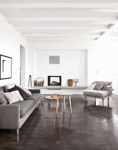 El suelo de cemento pulido es uno de esos suelos que o bien te gusta mucho o no te gusta nada,sin niveles intermedios. Es un suelo con mucha personalidad queencaja a la perfección en ambientes mo…