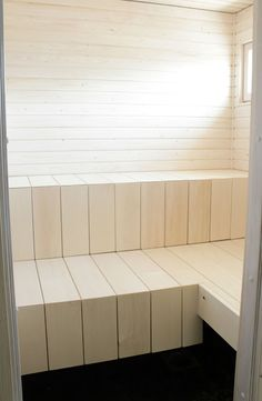 Puusta pitkälle: Sauna edistyy Sauna Steam Room, Sauna Room, Sauna Design, Finnish Sauna, Spa Rooms, Scandinavian Bathroom, Saunas, Home Reno, Home Remodeling