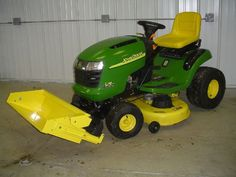 Johnny Bucket, front loader attaches to a lawn tractor! Just what I could use in WV! John Deere Garden Tractors, Yard Tractors, Garden Tractor Attachments, John Deere Equipment, Heavy Equipment, Homemade Tractor, Tractor Loader, Garden Solutions, Riding Lawn Mowers