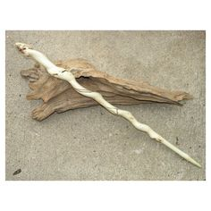 Wynn's Wand - Maple Wood with Unicorn Hair Core, in length and Pliable Flexibility Wizard Staff, Wizard Wand, Triquetra, Witch Wand, Walking Sticks And Canes, Harry Potter Wand, Ideias Diy, Fantasy Weapons, Book Of Shadows