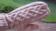Ravelry: dainty bubbles pattern by tshep free mitten pattern Knitted Mittens Pattern, Knit Mittens, Knitted Gloves, Knitting Patterns Free, Free Knitting, Knitting Socks, Crochet Patterns, Free Pattern, Knit Or Crochet