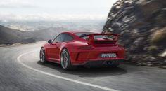 Possedere una Porsche e rinunciare a qualche giro in pista è uno dei peccati che un'automobilista corre il rischio di commettere. Quando la propria vettura è una 911 GT3 si DEVE gridare allo scandalo, al sacrilegio. http://www.drivelife.it/news/2017/03/25/porsche-911-gt3/