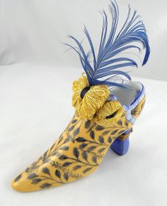 Limoges Box - Fiona Saunders Victorian Floral Shoe with Feathers - Peint Main LE