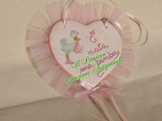 Coccarda per la nascita di una bimba realizzata con cuore in terracotta decorato a decoupage https://www.facebook.com/IL-Pensiero-Creazioni-Artigianali-308024965911130/?ref=bookmarks