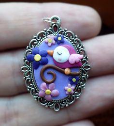 Ciondolo cameo decorato con fiori e uccellini in fimo fatti a mano - Spring bird with flowers pendant in fimo polymer clay handmade