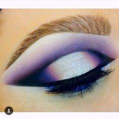 By @doyouevenblend on Instagram White Eyeliner Makeup doyouevenblend Instagram White Eyeliner Makeup, White Eyeshadow, Eyeshadow Base, Winged Eyeliner, Makeup Themes, Makeup Ideas, Loose Pigments, Makeup Is Life, Best Makeup Artist