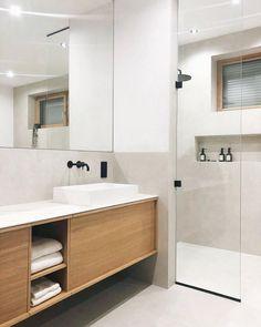 """Willkommen im Haus 22 🧡 auf Instagram: """"Noch ein kleiner Einblick in unser geliebtes Badezimmer 🥰 in dem wir uns trotz vieler kleiner Baustellen super wohl fühlen. War bei eurem…"""" Double Vanity, Sweet Home, Bathtub, Bathroom, Interior, Instagram, House, Super, Design"""
