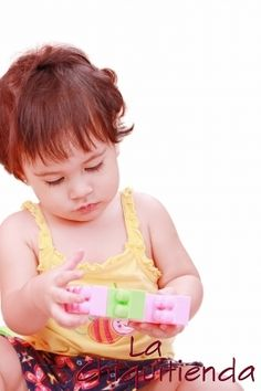 Heuristic play is fundamental to nurture your baby's cognitive development, sensory-motor development and autonomy in a harmonic way; a list of. Brain Activities, Infant Activities, Baby Play, Baby Toys, Heuristic Play, Toddler Busy Bags, Self Concept, Sensory Motor, Curriculum Planning