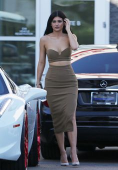 Kylie stopping by Westfield Topanga in Woodland hills 10/13/15