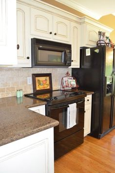 Kitchen Tour~ painted and glazed kitchen cabinets reminds me of my own kitchen. Love the backsplash and countertops. Kitchen Dinning, Kitchen Redo, New Kitchen, Kitchen Remodel, Kitchen Design, Kitchen Ideas, Kitchen Knobs, Kitchen Inspiration, Kitchen Cabinets Grey And White