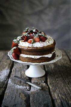 Pão de ló de morango # Strawberry sponge cake, via Pratos e Travessas. Scroll down for English recipe.