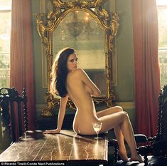 http://www.huffingtonpost.com/2009/11/08/eva-green-naked-bond-girl_n_349879.html