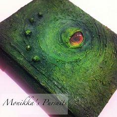 Libro verde dragón hecho a mano como fuente de inspiración   -   Green handmade dragon book as inspiration.