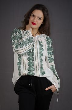 hand embroidered Romanian Blouse - ie romaneasca - boho chick - bohemian fashion - vyshyvanka style - folk costume of Romania