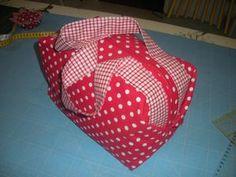 Le sakatou tuto + nouvelles dimensions pour le sakatou : http://yakafaire.canalblog.com/archives/2010/04/07/17504213.html
