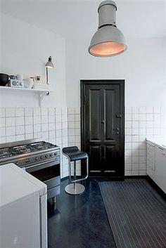 Black interior doors - should I do it? Kitchen Inspirations, House Design, Interior Design Kitchen, Kitchen Interior, Black Interior Doors, Industrial Style Kitchen, Black Kitchens, Dining Room Bar, Living Room Designs