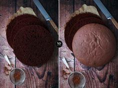 """Mój ulubiony, jak na razie, przepis na biszkopt kakaowy – """"biszkopt rzucany kakaowy"""" (przepis na zwykły biszkopt rzucany znajduje się tutaj). Biszkopt bardzo kakaowy, puszysty, prosty w przygotowaniu. Zawsze się udaje. Biszkoptten nazywa się """"biszkoptem rzucanym"""" z powodu tego, iż po upieczeniu i wyjęciu z pieca, rzucany jest na zabezpieczony blat. Dzięki temu stabilizuje się…"""