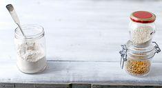 Spelttipullat 5 dl maitoa 50 g tuorehiivaa tai 2 pussia kuivahiivaa 1 ½ tl kristallisuolaa 1 ½ dl sokeria (esim. täysruokosokeria) 1 rkl jauhettua kardemummaa (1 muna) noin 12 dl Spelt puolikarkeit…