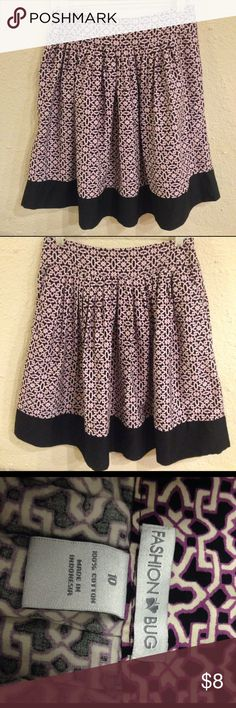 Fashion Bug Pleated Midi Skirt w/ Pockets Waist 32 Length 23. Skirt has no stretch to it. It is in excellent condition. It does have a side zipper and pockets Fashion Bug Skirts Circle & Skater