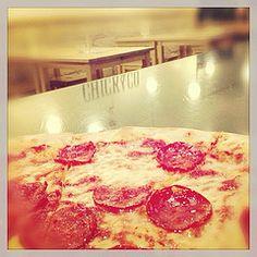 Una fumante pizza al salamino....
