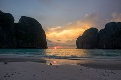 Sunset at Maya Bay Koh Phi Phi Leh Thailand [2048x1367][OC]