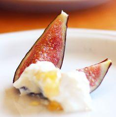 greek yogurt with honey and figs